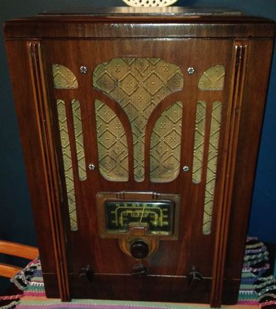 1939 table radio fully restored. functional